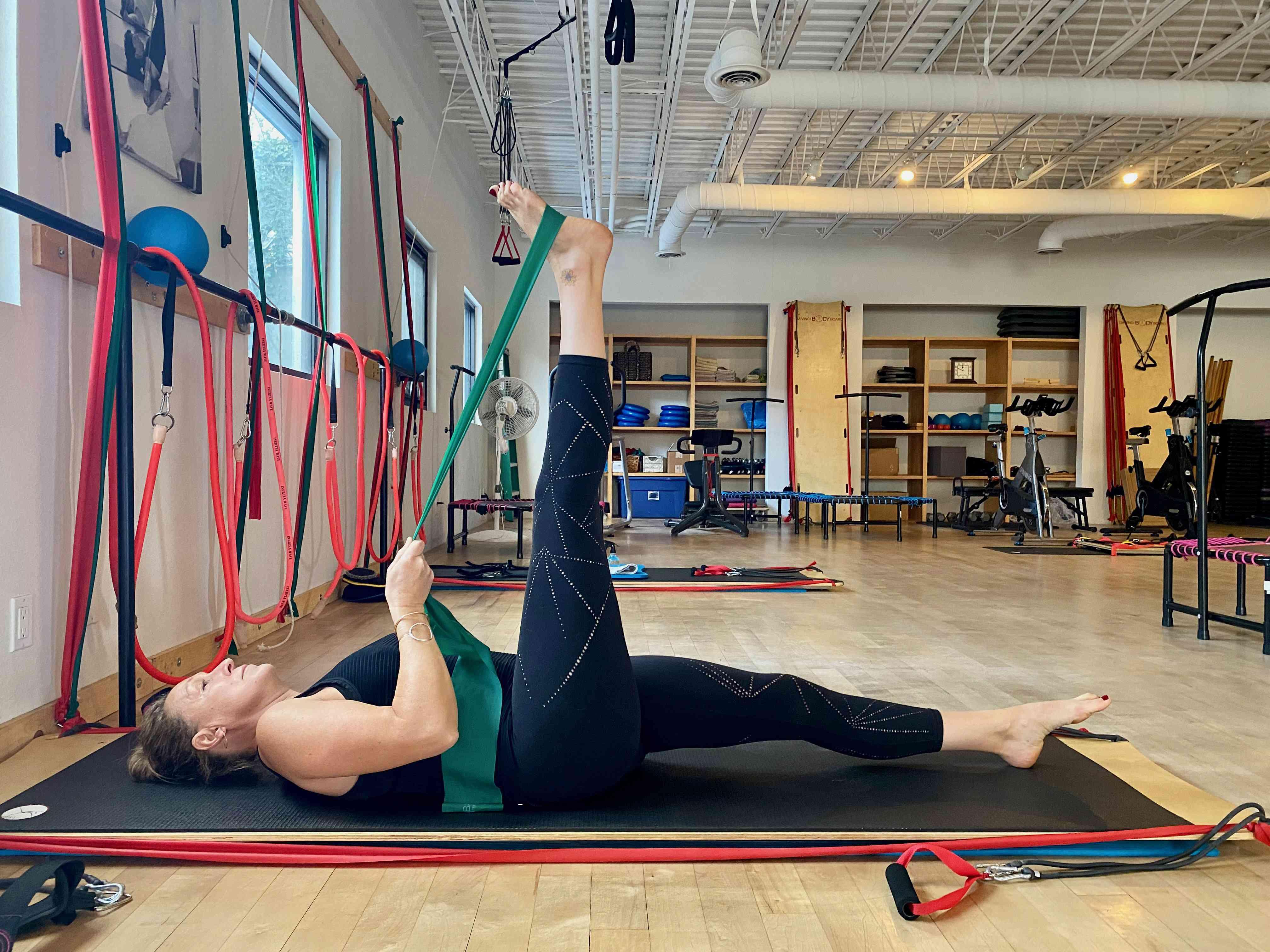 Lying Single Leg Stretch 1
