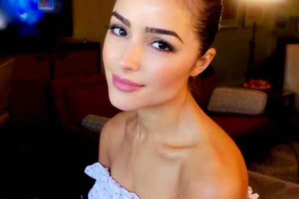 Olivia Culpo in strapless dress with pink lips