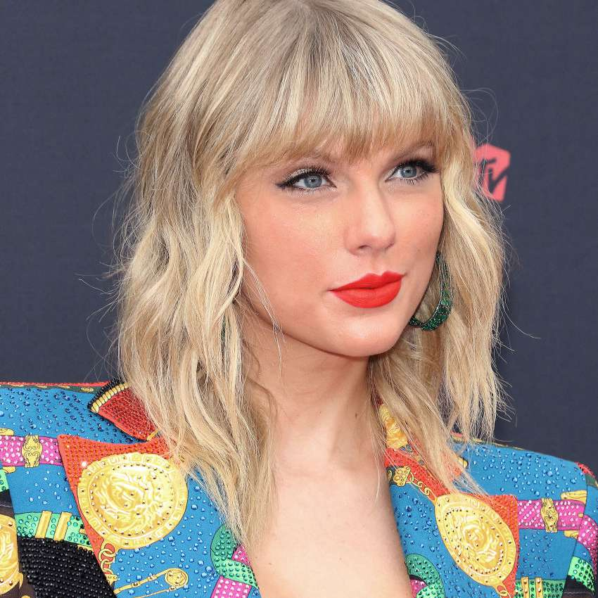 Taylor swift with a shag