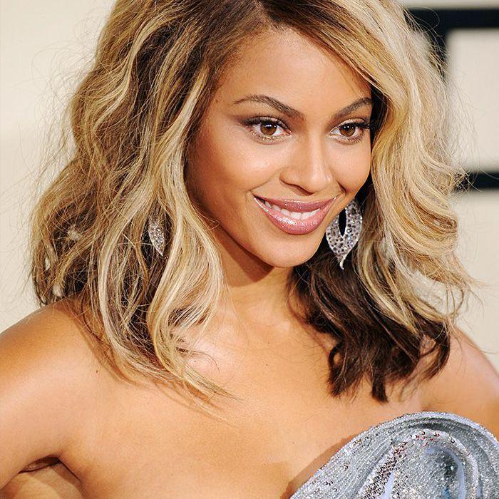 beyonce 2008 Grammy Awards blonde hair glitter