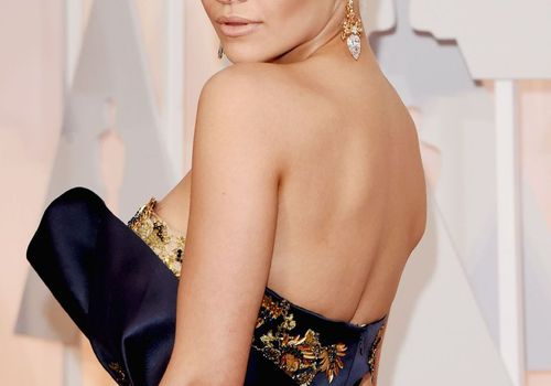Rita Ora blonde hair and nude lips at The Oscars