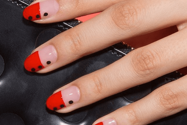 black-and-red-nails