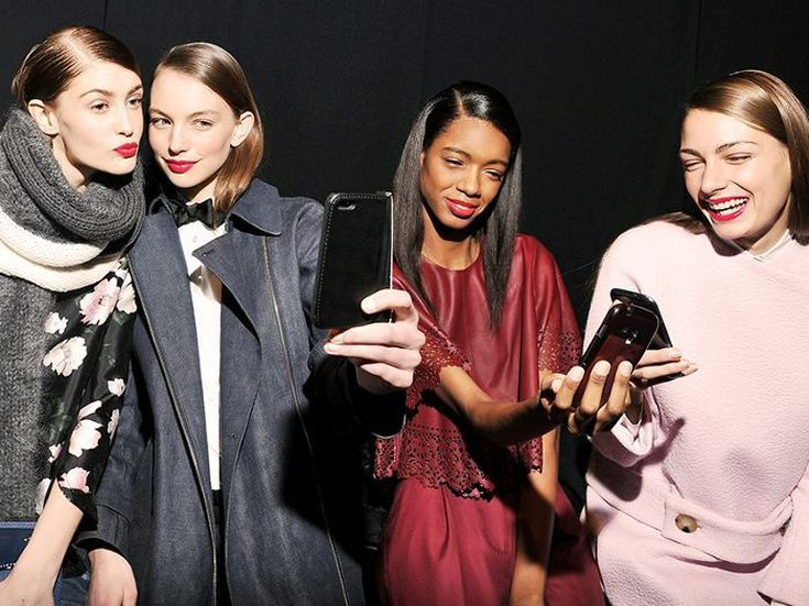 How To Be More Photogenic Selfie Queens Share Their Secrets Before scrolling down to selfie poses ideas i recommend you to read these interesting tips & tricks for selfies, follow these do's and don'ts and you will receive positive feedback. how to be more photogenic selfie