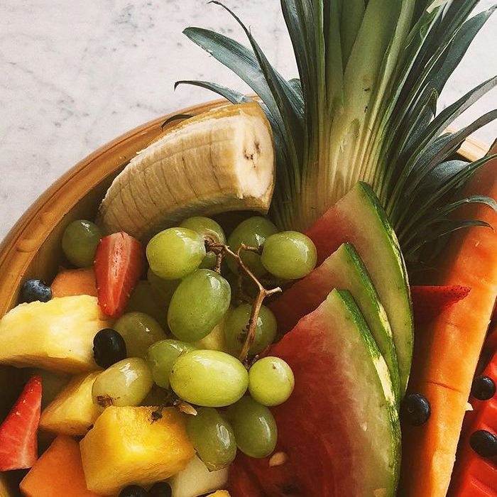 What Happens When You Eat Nothing But Fruit for a Week