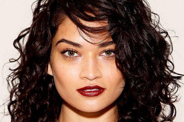 Shanina Shaik medium curly hair