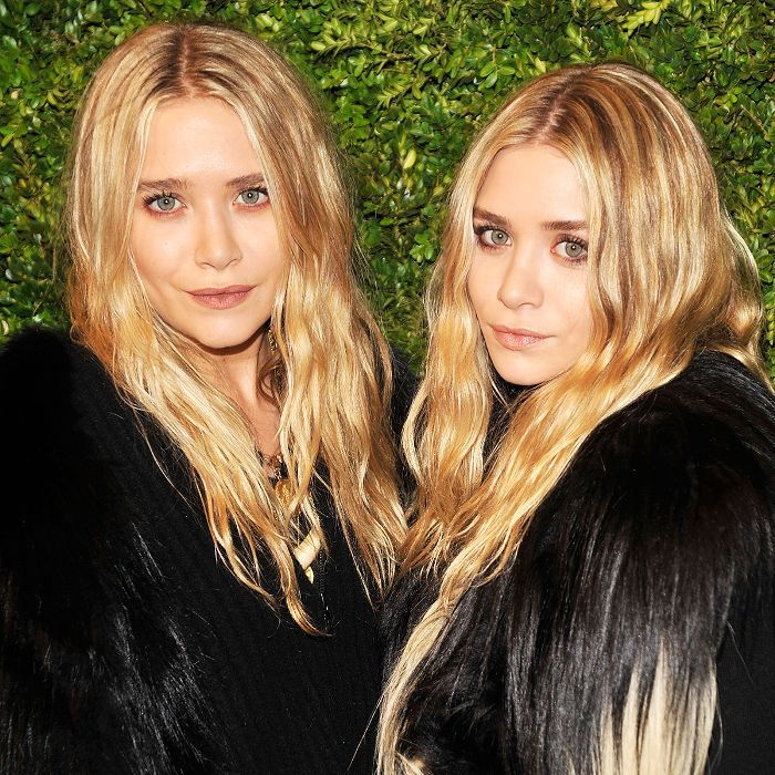 Mary-Kate and Ashley Olsen with long, wavy, blonde hair