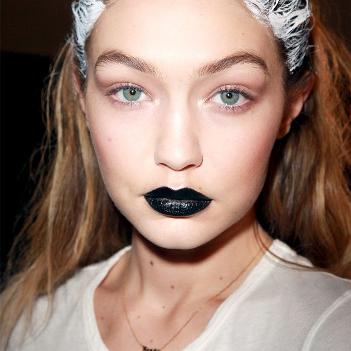 Gigi Hadid - Black Lips and White Roots