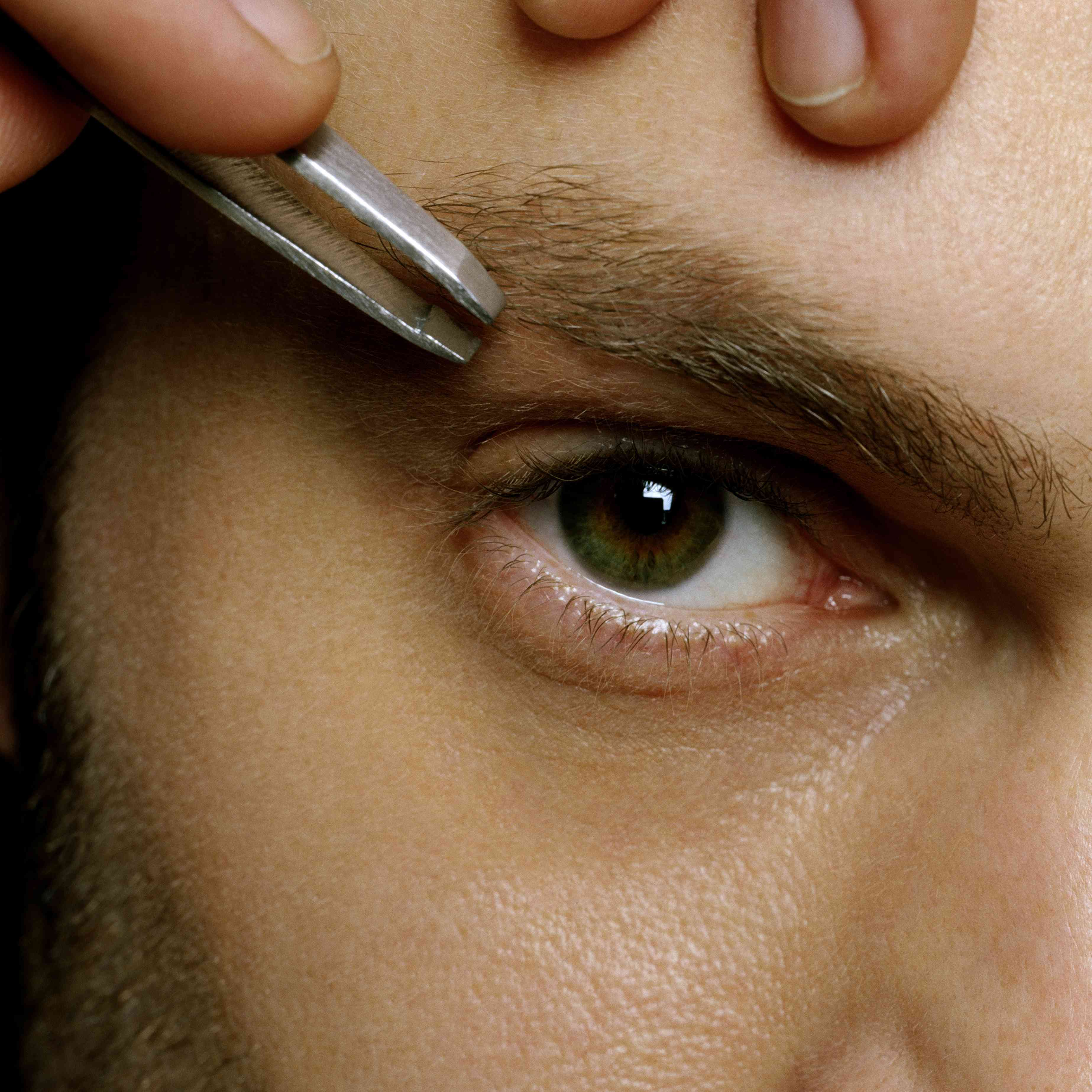 How To Groom Your Eyebrows If You Re Male Aligned