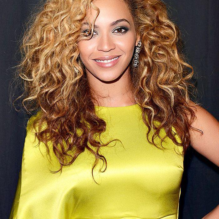beyonce 2012 BET Awards curly hair