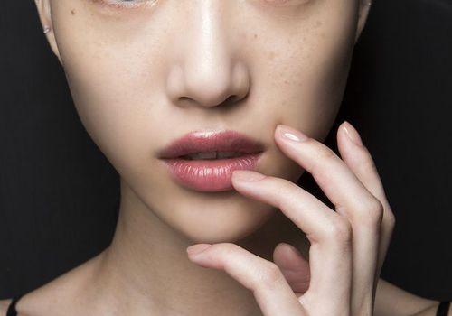 model with minimal makeup and pink lipstick