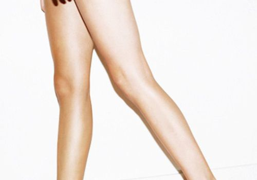 A Top Dermatologist Weighs In On How To Properly Exfoliate Your Legs