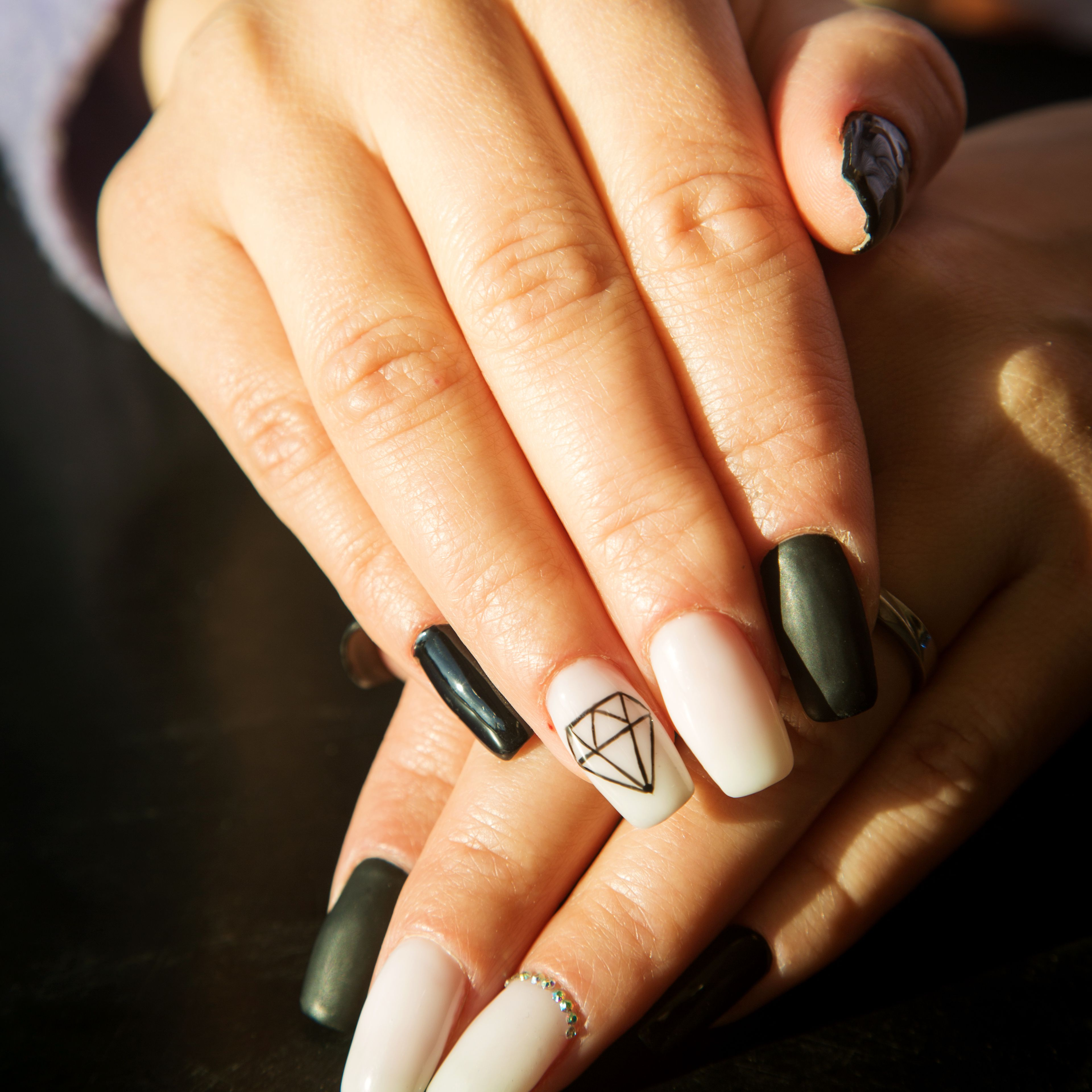 40 Cool Black And White Nail Designs