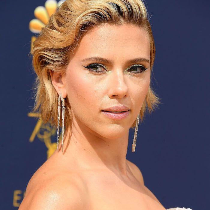 Scarlett Johansson short, wavy hairdo