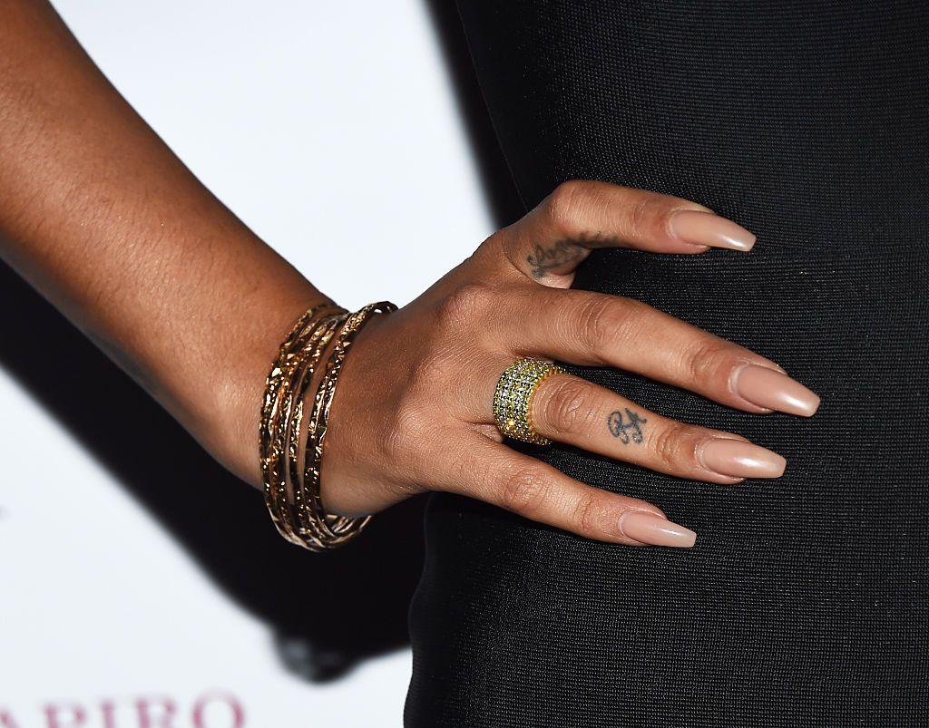 30 Pretty Finger Tattoo Ideas For Women