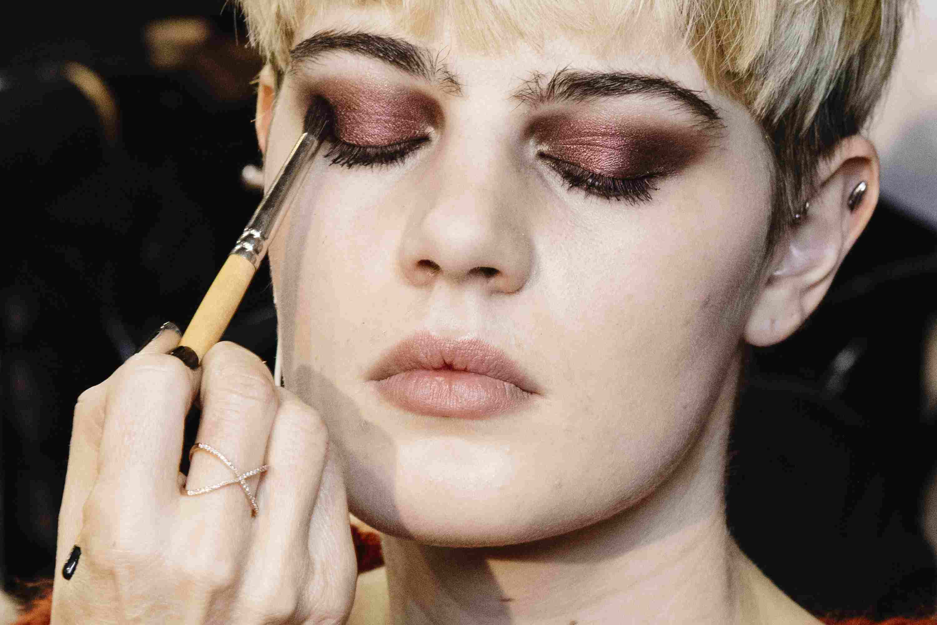 78927871eb0 4 Red Eyeshadow Looks You'll Want to Wear Instantly