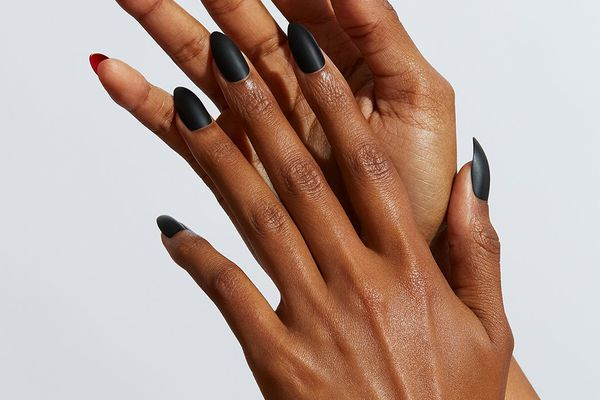 woman with press on nails