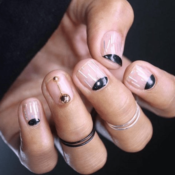 18 Black-and-Gold Nail Looks Perfect for Winter 2018