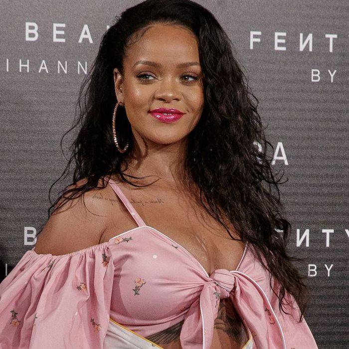 Rihanna long, wavy hair