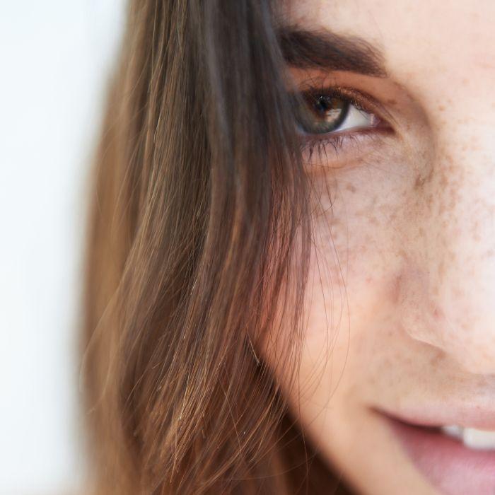 best under-eye mask: woman's eye