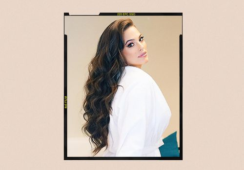 Ashley Graham wears hair extensions.