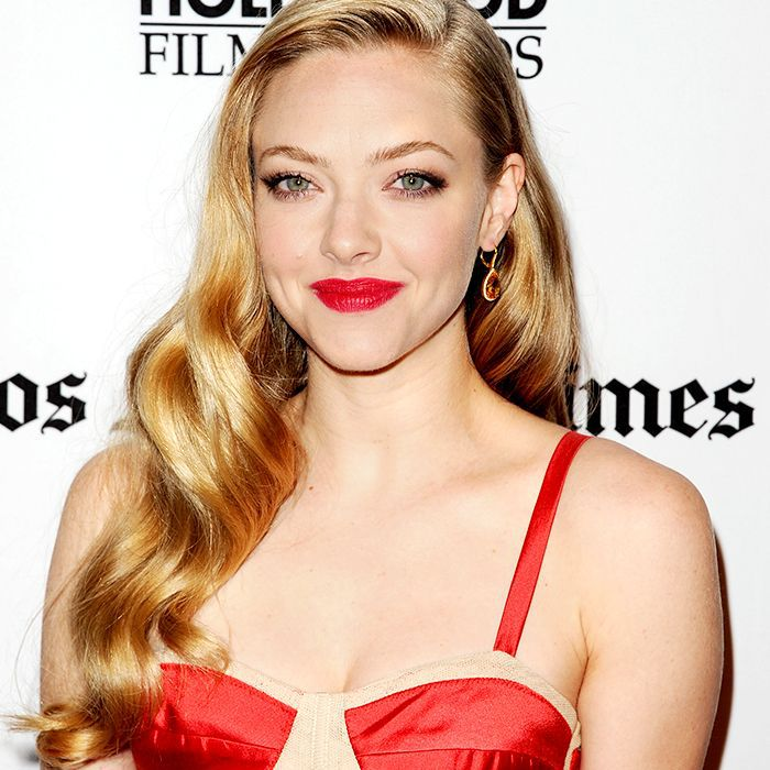 Amanda Seyfried with old Hollywood spirals