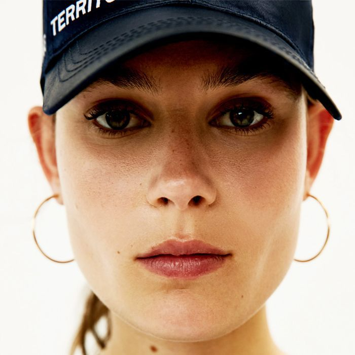 Root touch up: Woman wearing a cap