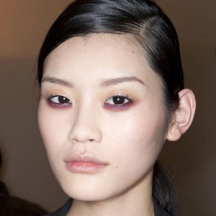 Upside-down eye liner look