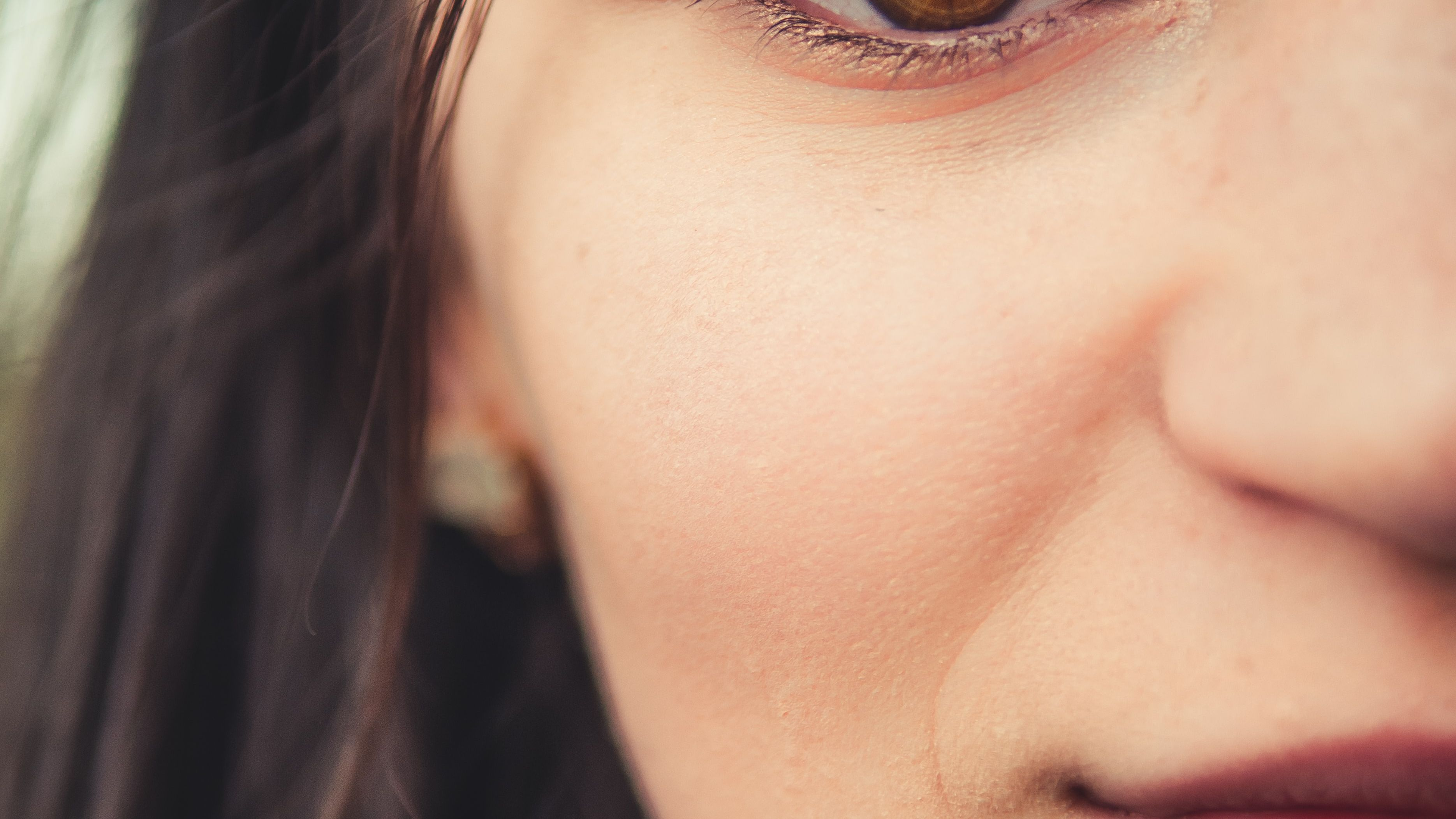 How To Almost Painlessly Wax Your Upper Lip