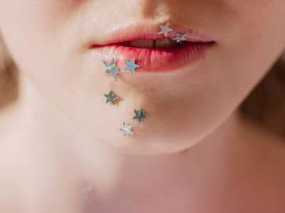 Glossy lip stain