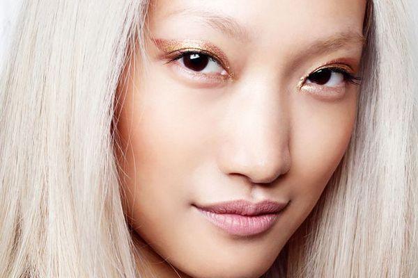 Model wearing a rose gold cat eye
