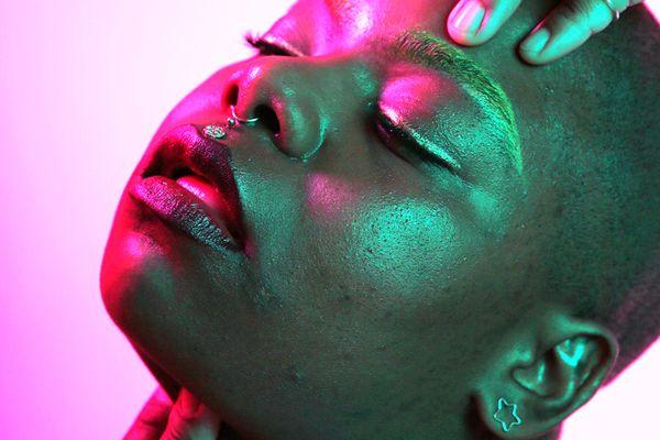 highlighters for dark skin tones
