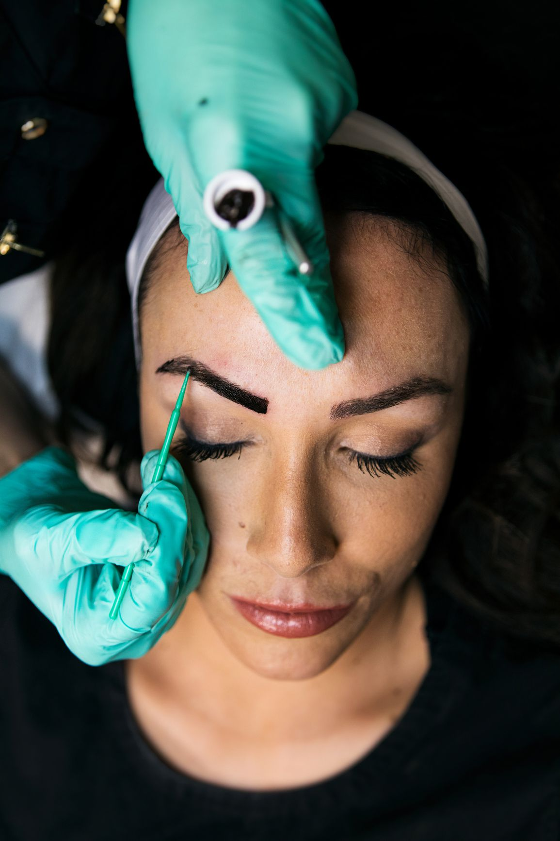 woman getting brows microbladed