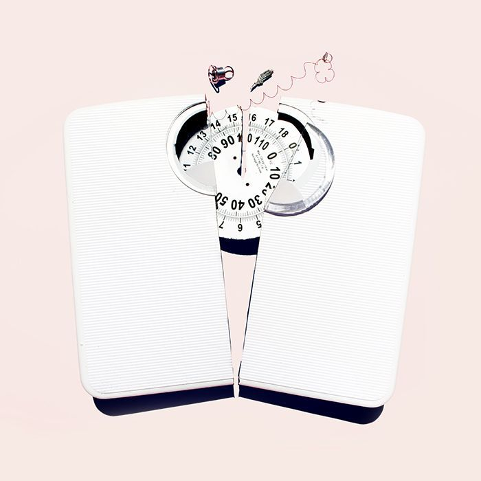 photo of broken scale, women not weighing themselves