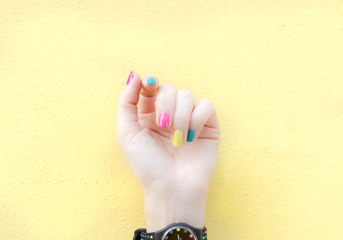 different color nails