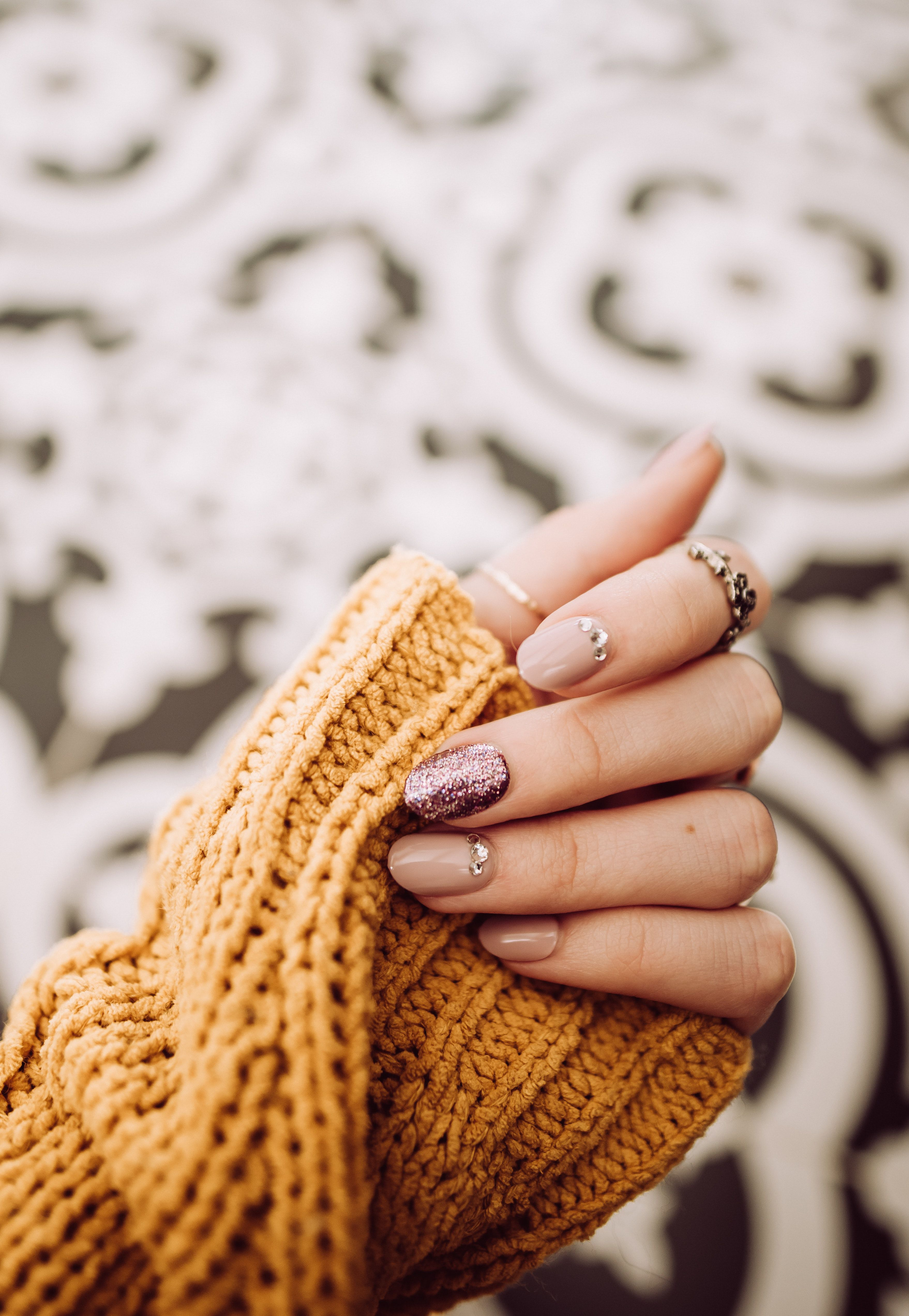 12 Quick-Dry Nail Polishes for a Smudge-Free Manicure