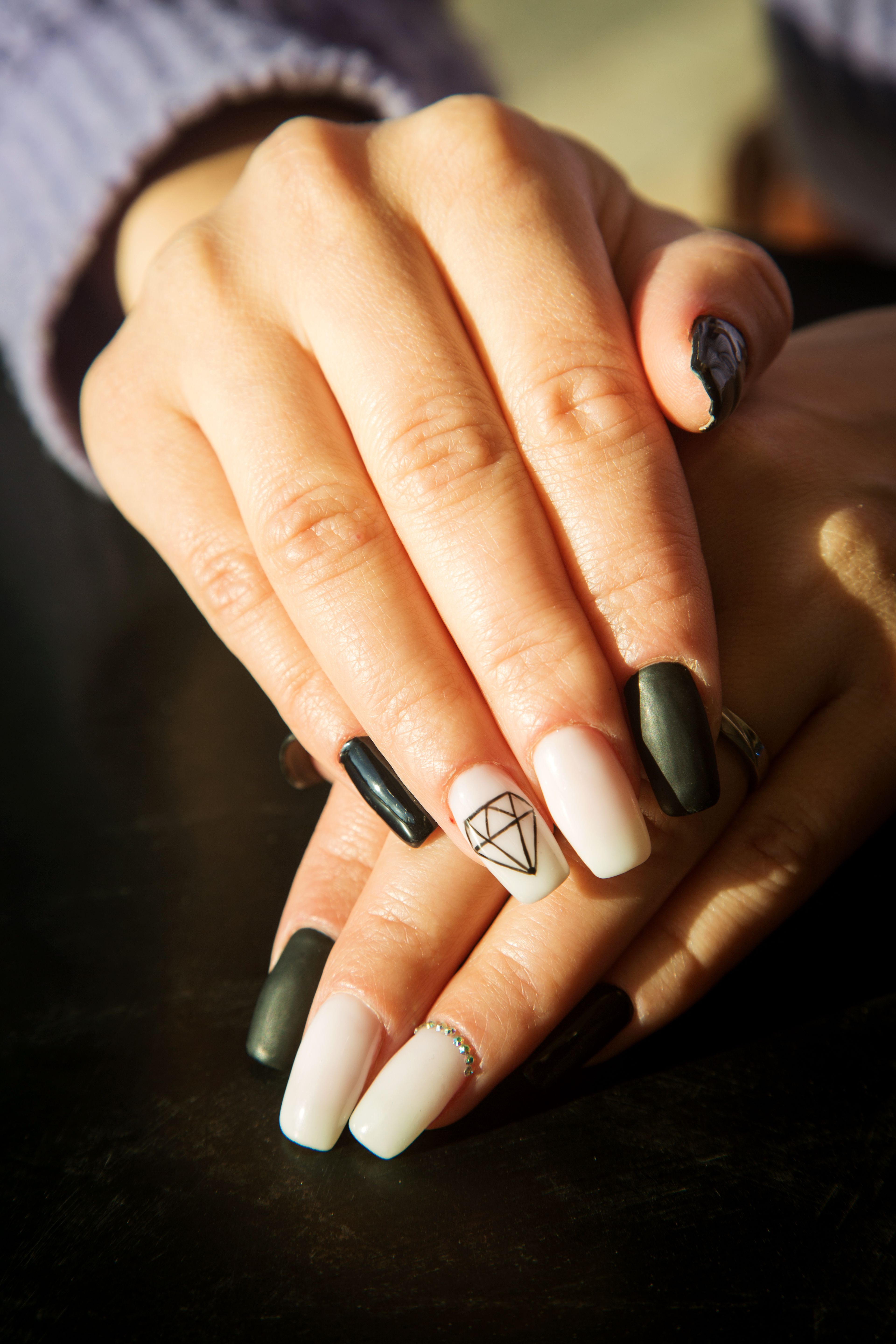 25 Cool Black and White Nail Designs