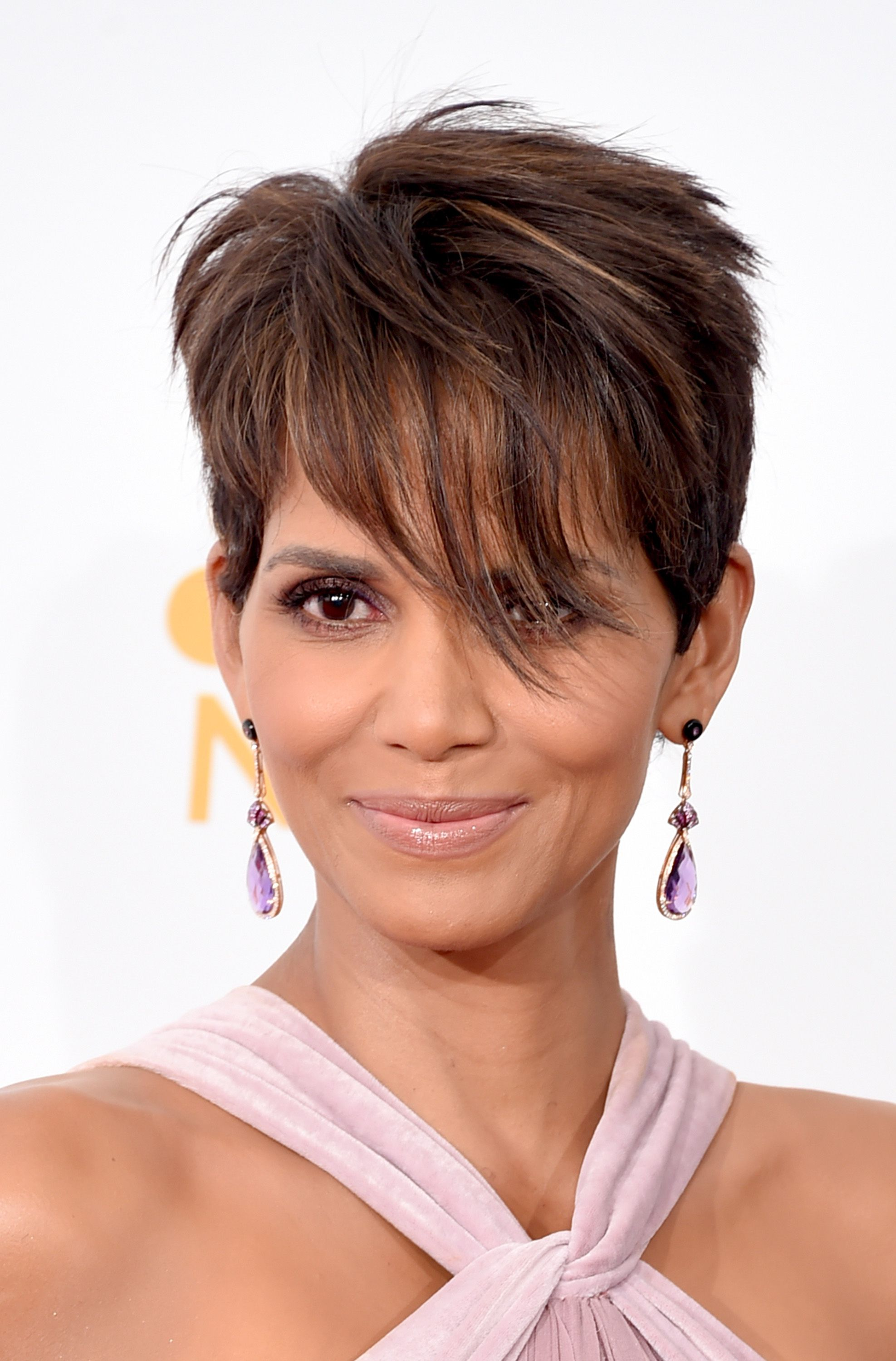 8 Classic and Cool Short Hairstyles for Older Women