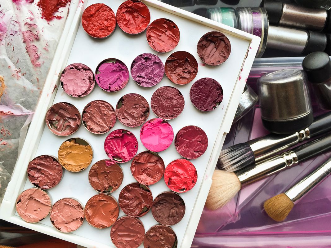 How To Apply Makeup For Beginners Step