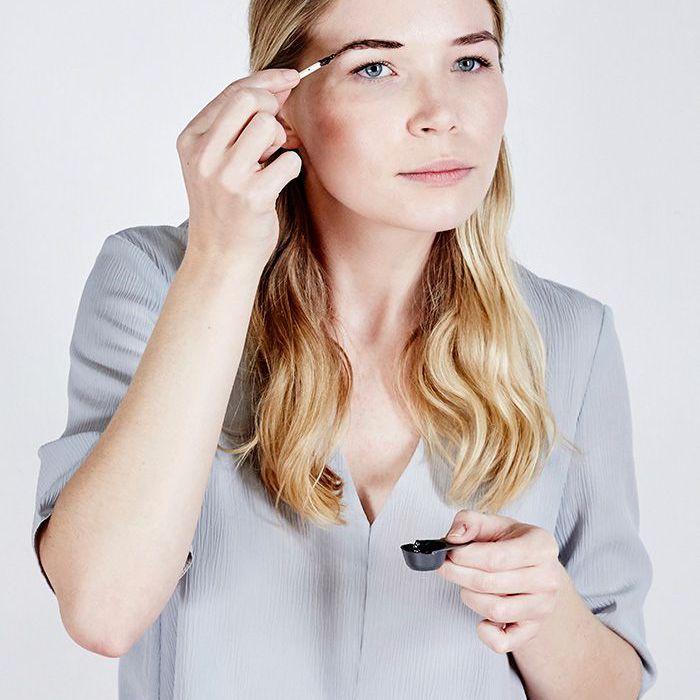 at-home eyebrow tinting