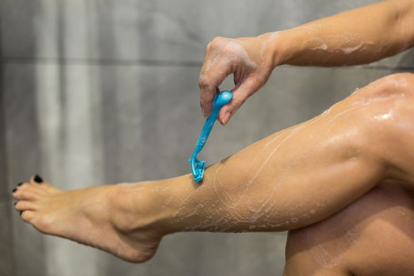 How To Avoid Ingrown Hairs And Razor Burn According To A Dermatologist