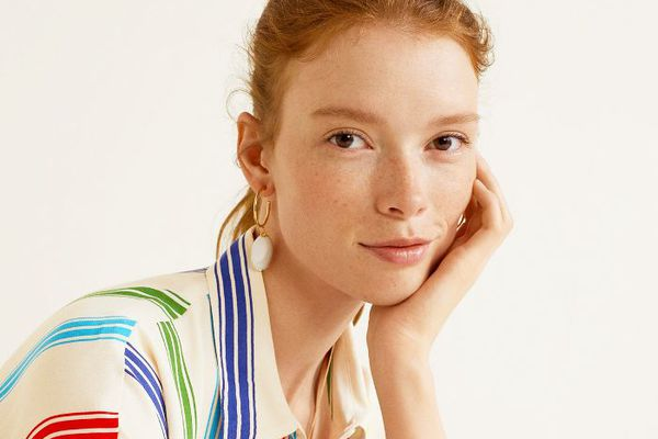 plastic-free beauty buys: woman with glowy skin