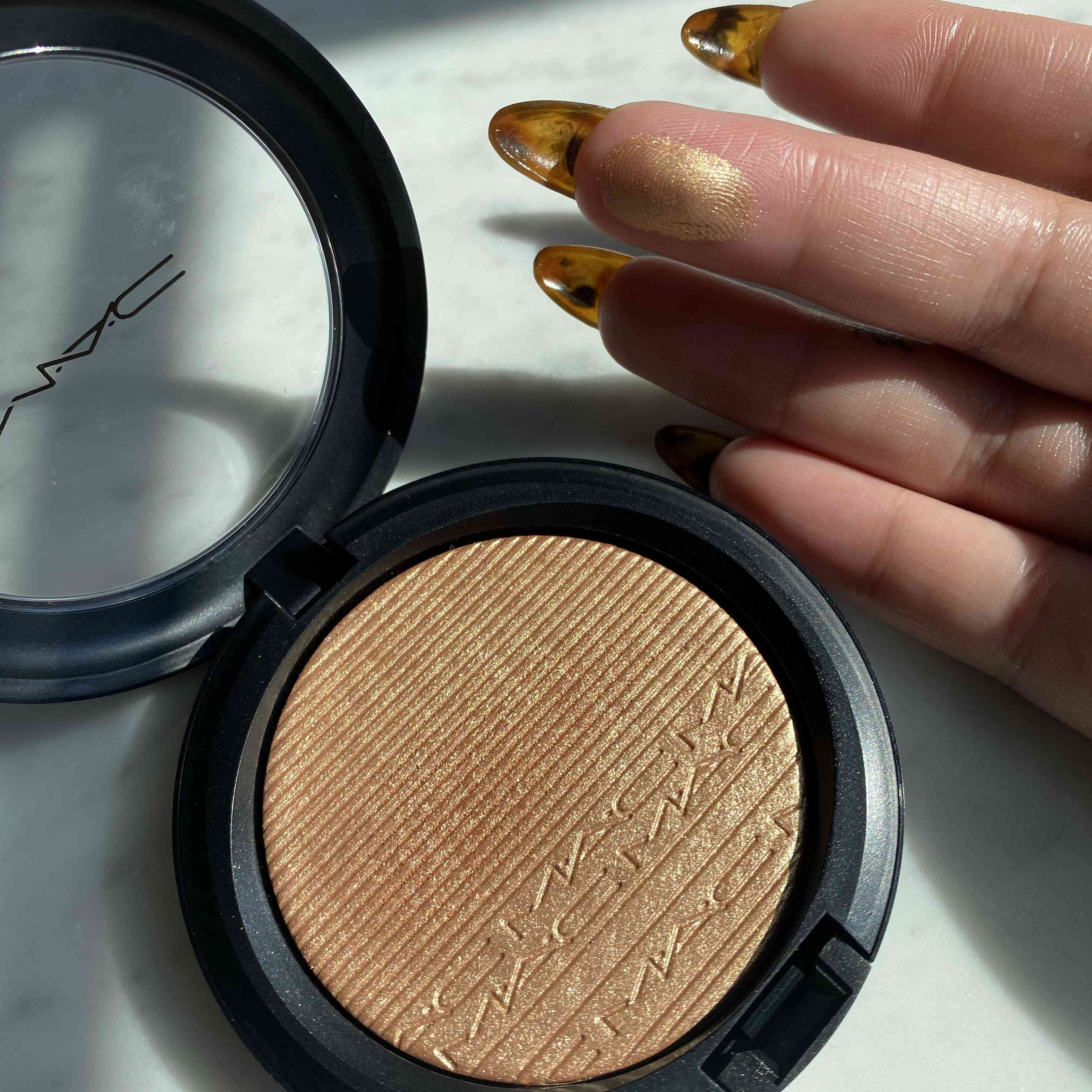 MAC Extra Dimension Skinfinish Highlighter in Oh, Darling! Texture