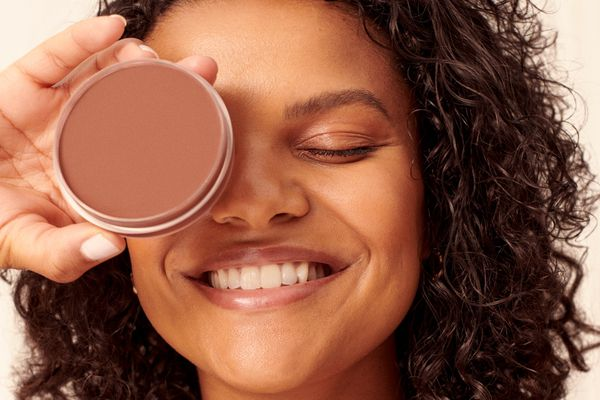 Saie Beauty, Model with Bronzer