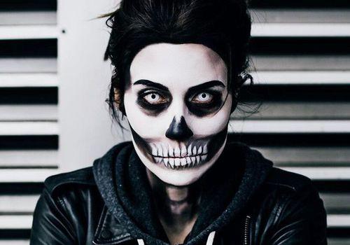 woman wearing skull makeup