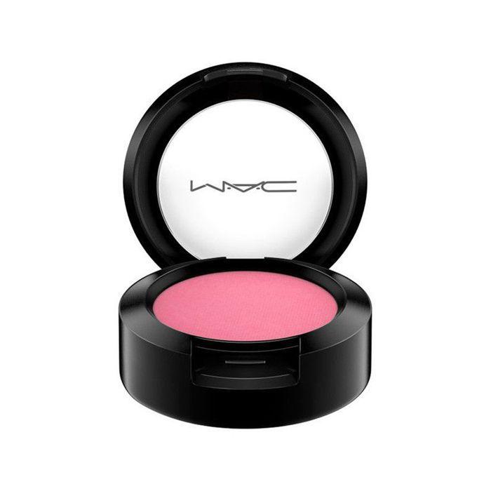 Celine Bernaerts makeup tutorial: MAC Satin Small Eyeshadow in Sushi Flower