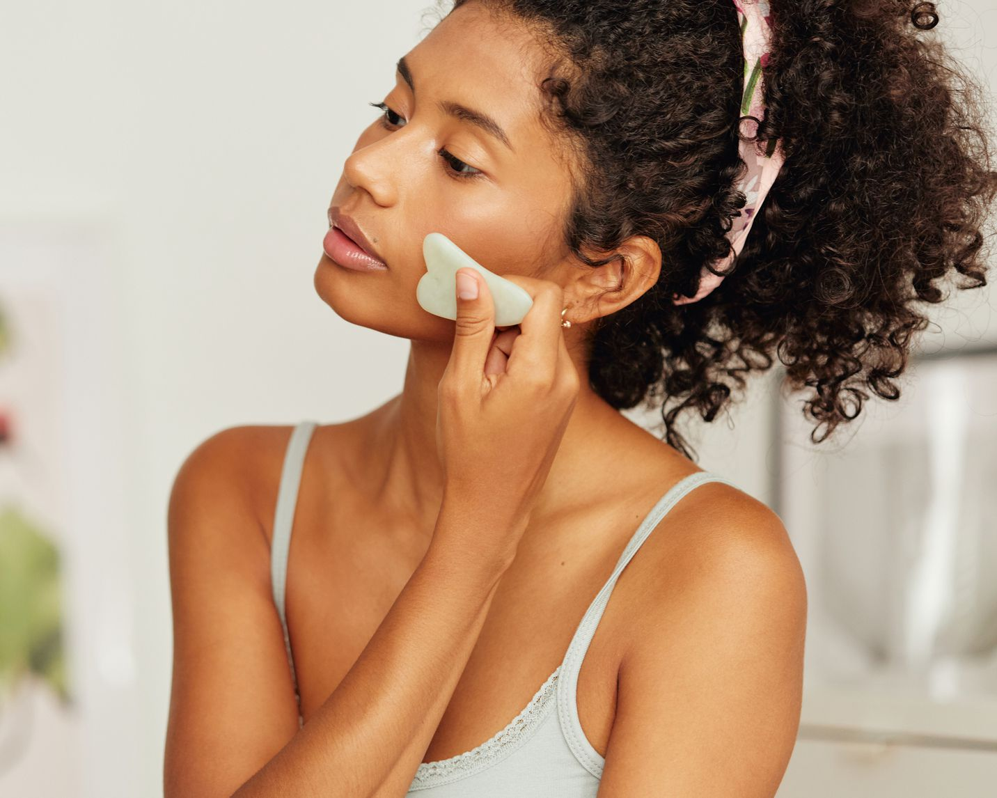 Gua Sha Facials Can Completely Alter Your Face Shape (Temporarily)