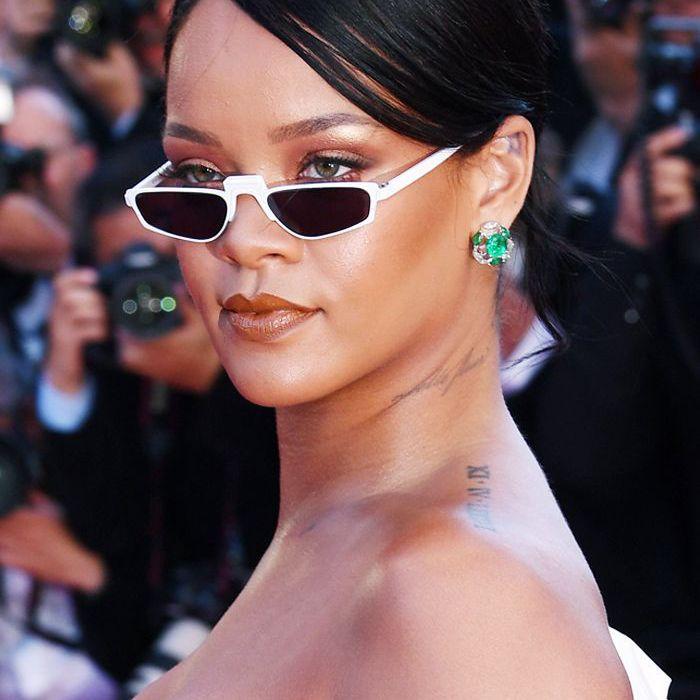 Rihanna wearing brown lip gloss