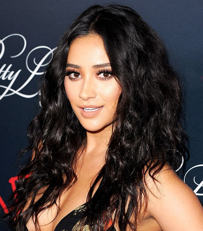 Shay Mitchel with long, loose waves