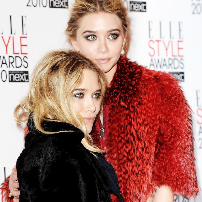 Mary-Kate and Ashley Olsen posing at the Elle Style Awards