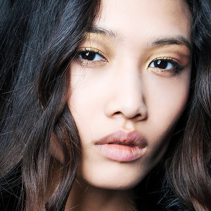 How to Apply Cream Eye Shadow Like a Professional Makeup Artist